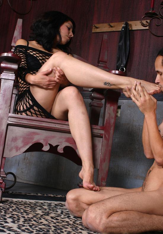 feet femdom scene